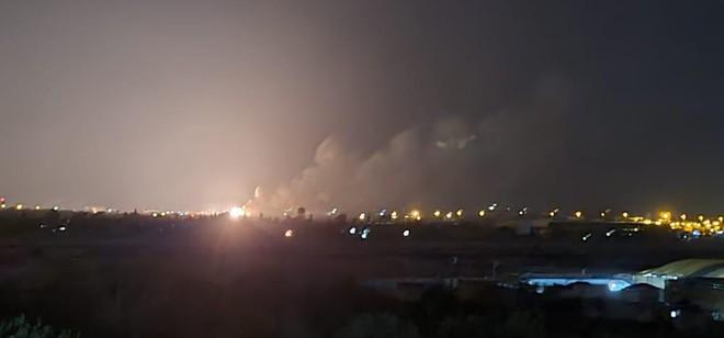 Phòng không Syria đáp trả tên lửa Israel trên bầu trời Aleppo ảnh 1