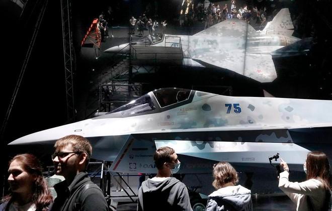 """[Video] Su-57 biểu diễn pha """"đứng hình"""" tại Triển lãm Hàng không MAKS 2021 ảnh 1"""