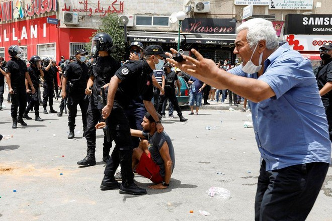 Tổng thống Tunisia sa thải Thủ tướng và đình chỉ quốc hội ảnh 1