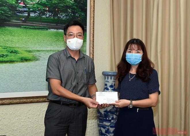 Báo Nhân Dân trao 200 triệu đồng hỗ trợ sinh viên bị ảnh hưởng dịch bệnh Covid-19 ảnh 2