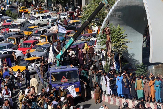 Taliban diễu phố 4 thi thể để răn đe tội phạm bắt cóc ảnh 1