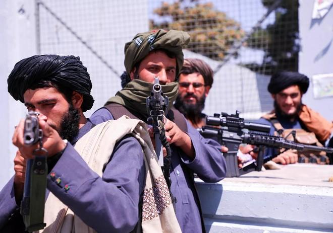 Ngoại trưởng Nga cảnh báo về vũ khí và thiết bị quân sự NATO bỏ lại ở Afghanistan ảnh 1