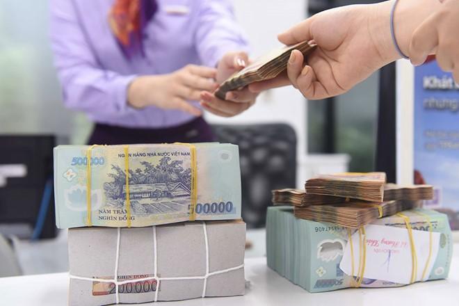 Nhiều ngân hàng tiếp tục giảm mạnh lãi suất huy động ảnh 1