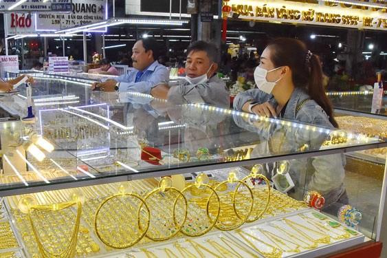 Bị bán tháo, giá vàng sẽ tiếp tục diễn biến tiêu cực trong tháng 12 ảnh 1