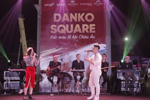 Danko Square - Rực rỡ lễ hội thắp sáng cây thông Noel đón Giáng sinh ảnh 2