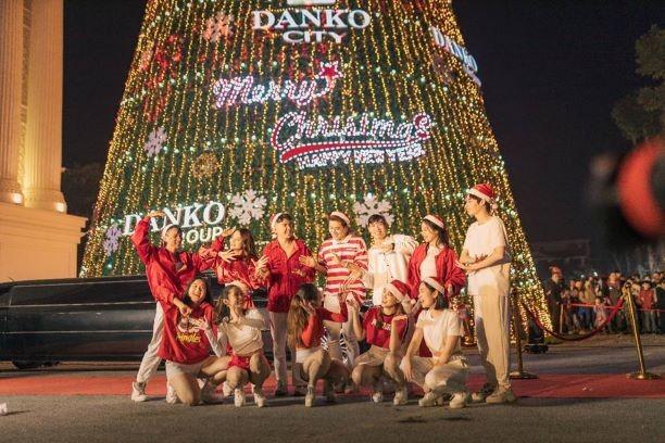 Danko Square - Rực rỡ lễ hội thắp sáng cây thông Noel đón Giáng sinh ảnh 3