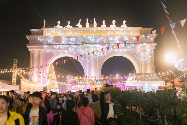 Danko Square - Rực rỡ lễ hội thắp sáng cây thông Noel đón Giáng sinh ảnh 6