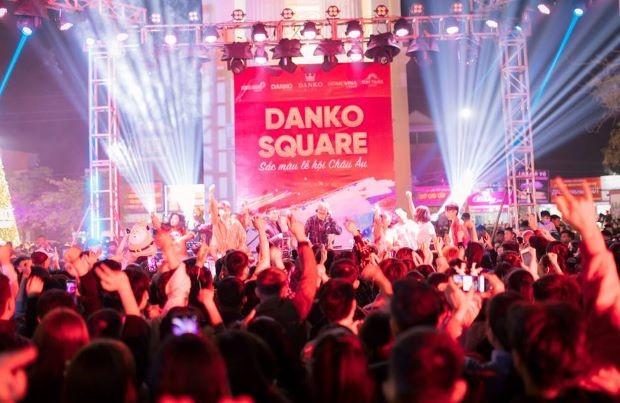 Danko Square - Rực rỡ lễ hội thắp sáng cây thông Noel đón Giáng sinh ảnh 7