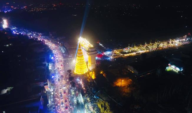 Danko Square - Rực rỡ lễ hội thắp sáng cây thông Noel đón Giáng sinh ảnh 9