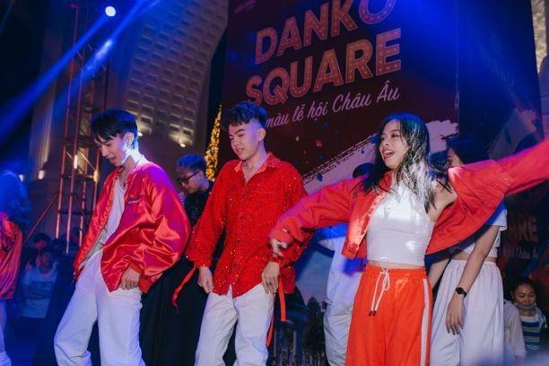Danko Square - Rực rỡ lễ hội thắp sáng cây thông Noel đón Giáng sinh ảnh 13