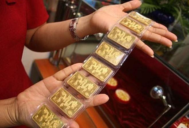 Tâm lý thích nắm giữ tiền mặt khiến giá vàng dễ bị tổn thương ảnh 1