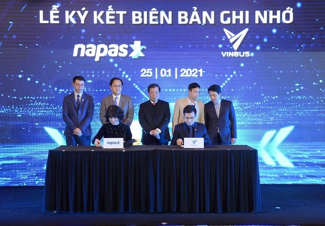 Vinbus và NAPAS ký thỏa thuận hợp tác thanh toán thẻ vé điện tử ảnh 1