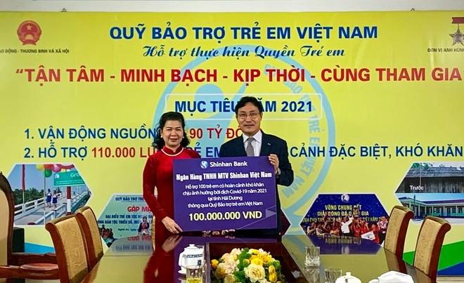 Ngân hàng Shinhan hỗ trợ 100 trẻ em chịu ảnh hưởng của dịch Covid-19 tại Hải Dương ảnh 1