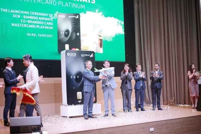 Ra mắt thẻ tín dụng đồng thương hiệu OCB - Bamboo Airways MasterCard Platinum ảnh 1