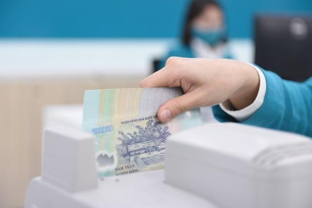 Các ngân hàng đang dư thừa tiền đến mức nào? ảnh 1