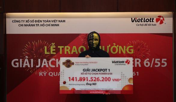 Nam nhân viên văn phòng tại TP.HCM lĩnh thưởng gần 142 tỷ đồng xổ số Vietlott ảnh 1