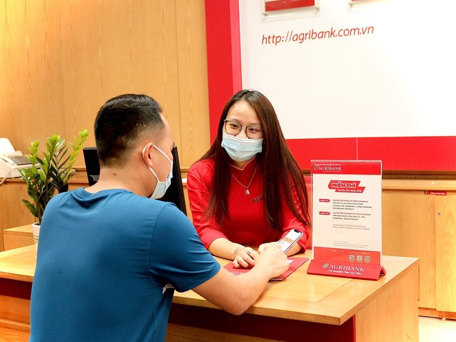 Agribank ủng hộ 53 tỷ đồng trong đợt cao điểm phòng chống dịch Covid-19 ảnh 4