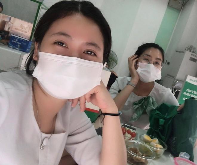 Những cô gái ngân hàng tình nguyện rời Thủ đô về tâm dịch Hải Dương làm nhiệm vụ ảnh 1