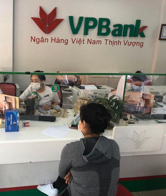 Những cô gái ngân hàng tình nguyện rời Thủ đô về tâm dịch Hải Dương làm nhiệm vụ ảnh 2