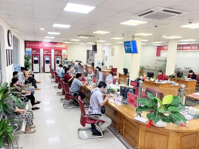 Agribank giảm tiếp 10% lãi suất cho vay để hỗ trợ khách hàng vượt qua đại dịch Covid-19 ảnh 1
