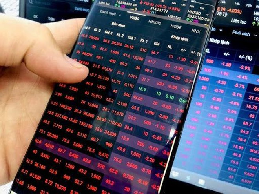 """""""Mua chui"""" cổ phiếu, cổ đông lớn của KDM bị phạt nặng ảnh 1"""
