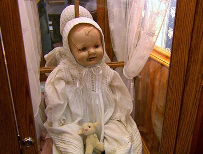 """[ẢNH] Bí ẩn những con búp bê """"ma quái"""" nổi tiếng nhất thế giới ảnh 14"""