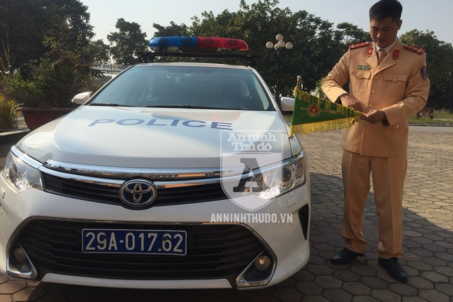 Xe dẫn đoàn của Cảnh sát Giao thông sẵn sàng làm nhiệm vụ. Ảnh: Hoàng Phong