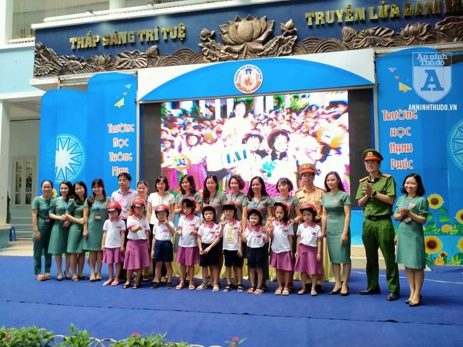 Học sinh trường tiểu học Lê Văn Tám hào hứng với buổi tuyên truyền ATGT ảnh 10