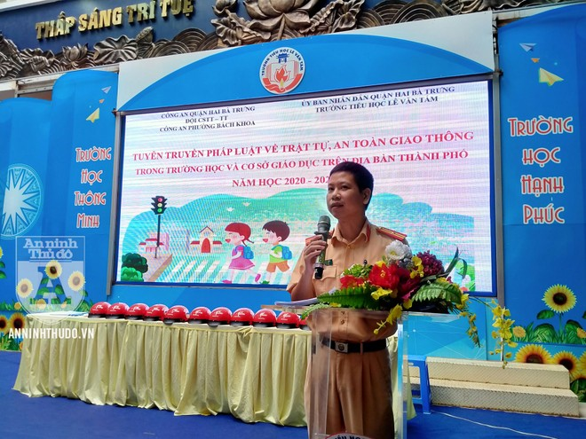Học sinh trường tiểu học Lê Văn Tám hào hứng với buổi tuyên truyền ATGT ảnh 3