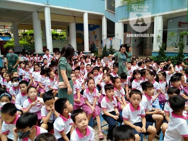 Học sinh trường tiểu học Lê Văn Tám hào hứng với buổi tuyên truyền ATGT ảnh 1
