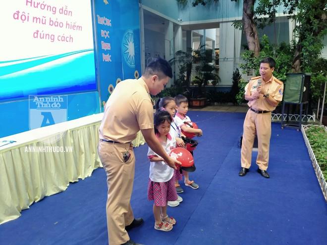 Học sinh trường tiểu học Lê Văn Tám hào hứng với buổi tuyên truyền ATGT ảnh 5