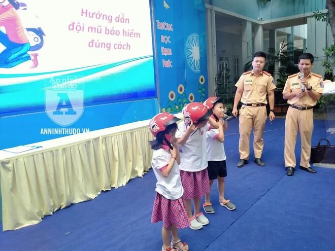 Học sinh trường tiểu học Lê Văn Tám hào hứng với buổi tuyên truyền ATGT ảnh 6