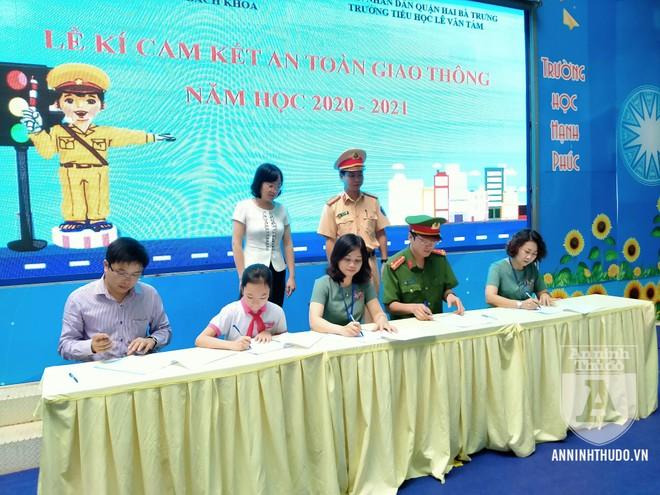 Học sinh trường tiểu học Lê Văn Tám hào hứng với buổi tuyên truyền ATGT ảnh 7