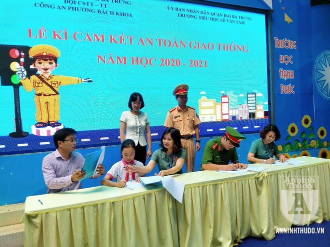 Học sinh trường tiểu học Lê Văn Tám hào hứng với buổi tuyên truyền ATGT ảnh 8