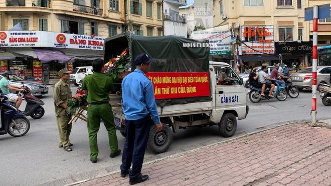 Công an quận Hai Bà Trưng (Hà Nội) đồng loạt ra quân lập lại trật tự dịp cuối năm ảnh 1