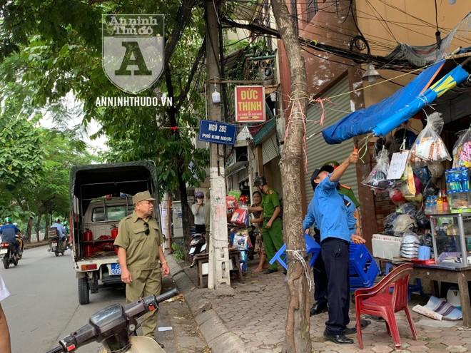 Công an quận Hai Bà Trưng (Hà Nội) đồng loạt ra quân lập lại trật tự dịp cuối năm ảnh 2