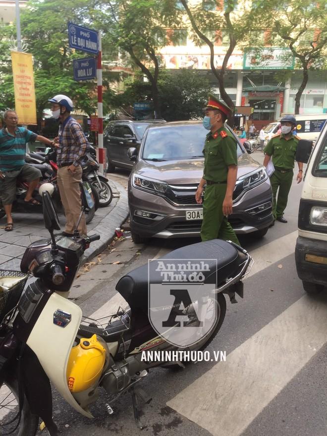 Công an quận Hai Bà Trưng (Hà Nội) đồng loạt ra quân lập lại trật tự dịp cuối năm ảnh 3