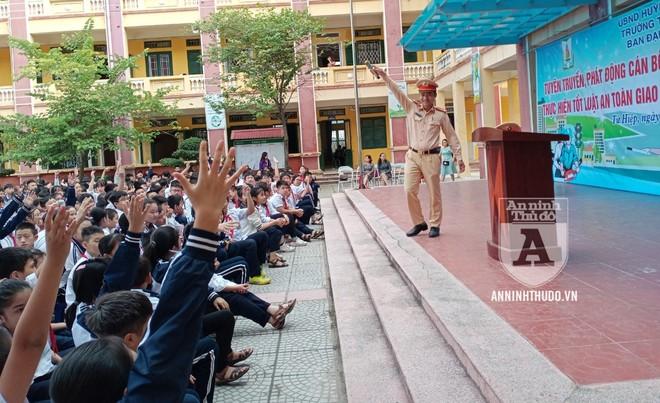 Đội CSGT số 14: Phối hợp tuyên truyền về TT, ATGT cho trên 1.600 giáo viên, học sinh quận Hoàng Mai ảnh 1