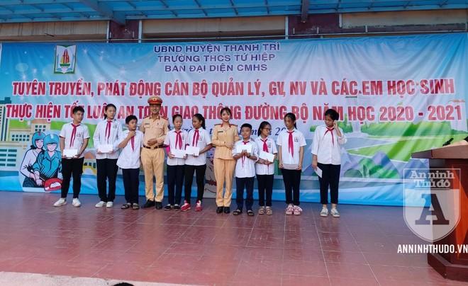 Đội CSGT số 14: Phối hợp tuyên truyền về TT, ATGT cho trên 1.600 giáo viên, học sinh quận Hoàng Mai ảnh 2
