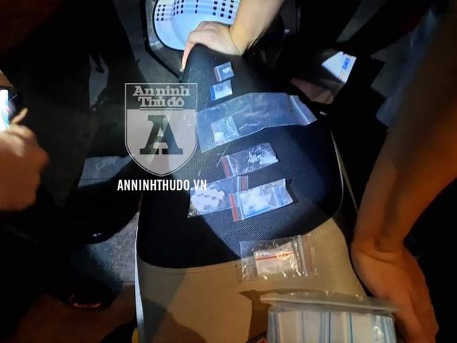 [CLIP] Nam thanh niên trình bày 'vòng vo' về gói ma túy to trong túi ảnh 2