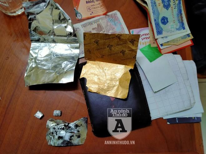 [CLIP] Vừa mua heroin, người đàn ông nhiều tuổi 'đầu trần' định thông chốt 141 ảnh 2