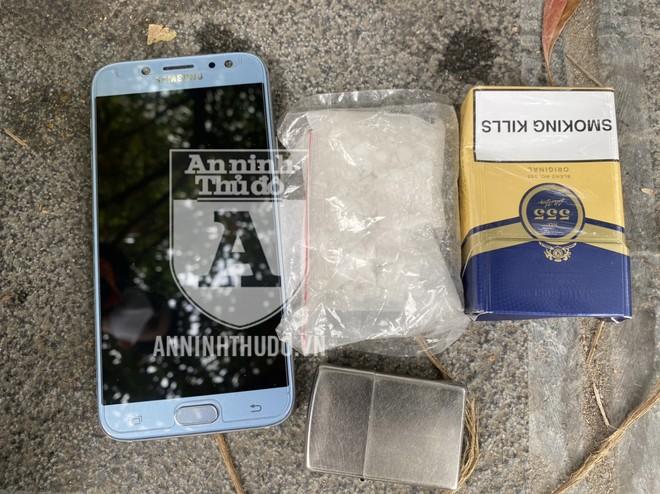 [CLIP] Cảnh sát 141 quật ngã gã giang hồ chống đối, giấu bọc heroin cỡ lớn ảnh 2