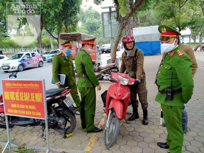 [CLIP] Hà Nội: Nam thanh niên bị phạt 2 triệu đồng vì... phóng uế bừa bãi ảnh 2