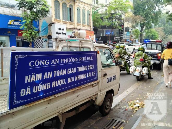 Công an quận Hai Bà Trưng (Hà Nội) ra quân đảm bảo ATGT, TTĐT ảnh 1