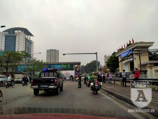 Công an quận Hai Bà Trưng (Hà Nội) ra quân đảm bảo ATGT, TTĐT ảnh 6