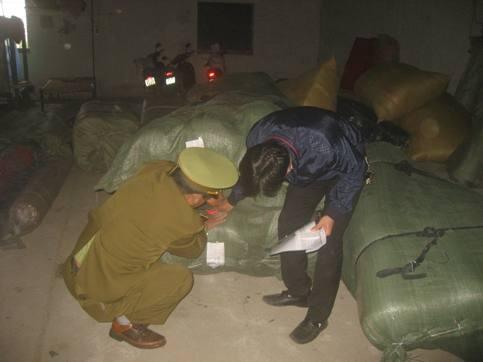 Đột kích tổng kho vải Trung Quốc giữa chợ Ninh Hiệp ảnh 7