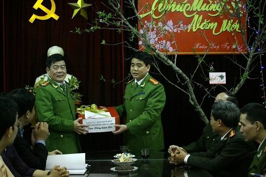 Giám đốc CATP Hà Nội thăm, kiểm tra công tác bảo vệ Tết tại công an cơ sở ảnh 2