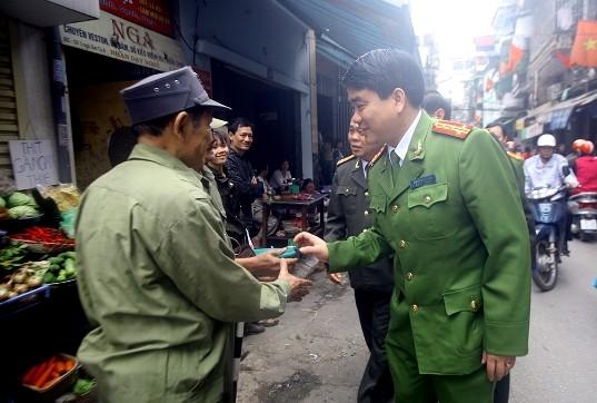Giám đốc CATP Hà Nội thăm, kiểm tra công tác bảo vệ Tết tại công an cơ sở ảnh 1