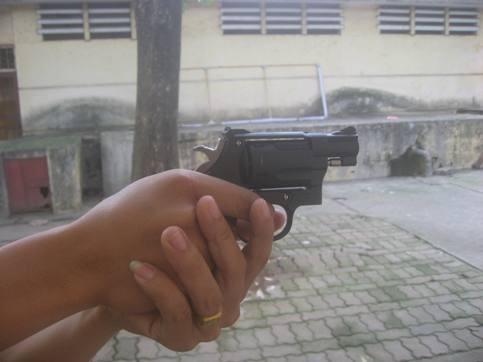 Cảnh sát khu vực Q.Hai Bà Trưng được trang bị súng đa năng ảnh 3