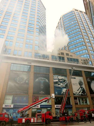 Diễn tập chữa cháy-cứu hộ tại tòa nhà Vincom Center Bà Triệu ảnh 2